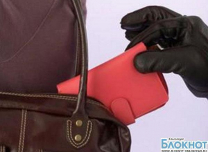 В новороссийском клубе девушка украла сумку подруги