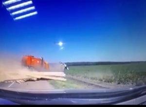Момент массового ДТП с большегрузами на Кубани попал на видео