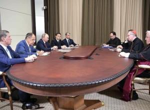 Путин в Сочи обсудил с госсекретарем Ватикана Пьетро Паролином взаимоотношения стран