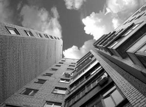 В Краснодаре мужчина выпрыгнул с балкона 12-го этажа