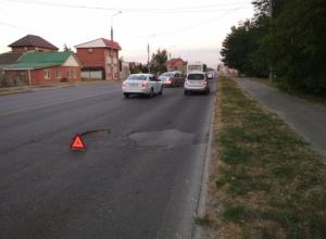 Краснодарец испортил колесо после попадания в огромную выбоину на Российской