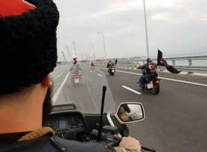 Движение началось: автомобили и мотоциклы проехали по Крымскому мосту