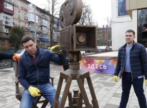 Мэр Краснодара «снял кино» на бронзовую камеру