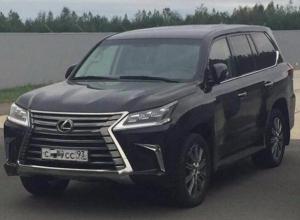 В Краснодаре угнали «элитный» автомобиль с красивыми номерами