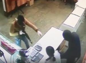 Опасные грабители закусочной в Новокубанске попали на видео