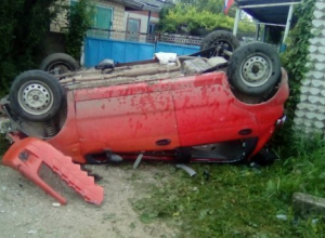 Водитель без прав улетел с дороги и перевернулся в Курганинском районе