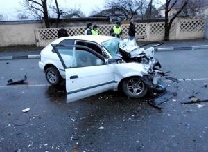 В Новороссийске 22-летний водитель иномарки и его пассажир разбились насмерть