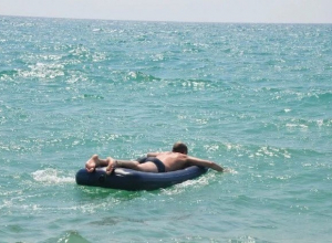 В Анапе из-за опасности для жизни запретили купаться на матрасах и катамаранах