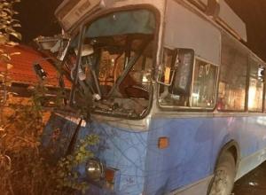Жители Краснодара требуют светофор на кошмарном перекрестке, где разворотило троллейбус
