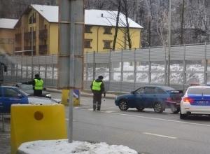 Полицейские не пускают водителей на Красную Поляну