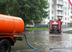 К дежурству из-за дождя приступили 11 водооткачивающих машин