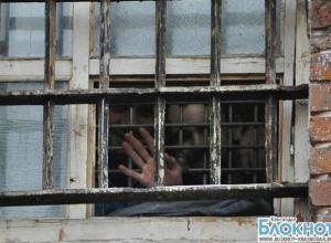 В Краснодаре трое мужчин пытались сбежать из изолятора