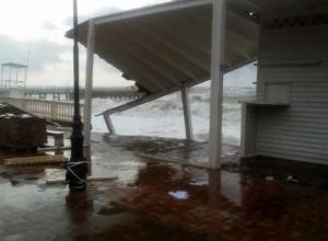 В Сочи устраняют последствия ураганного ветра