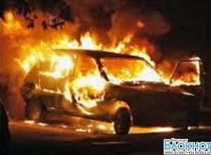 На трассе в районе Новомышастовской из-за аварии загорелся автомобиль