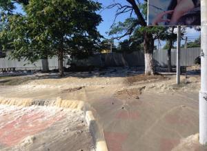 В Новороссийске затопило улицу в центре города