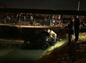 Range Rover залетел в канал с водой под Краснодаром