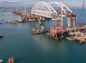 Скорее бы мост построили: остался без парома Керченский пролив
