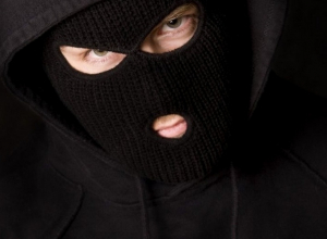 Грабители с ружьем забрали у кубанца иномарку и 700 тысяч рублей