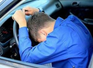 В Геленджике пьяный молодой человек угнал машину с чужими детьми