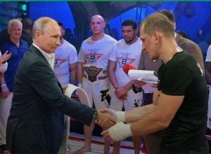 Путин наградил победителя международного турнира по самбо в Сочи