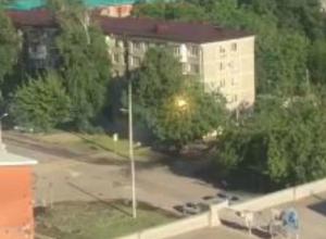 Жителей «Фестивального» микрорайона Краснодара переполошили громкий треск и вспышки на высоковольтной линии
