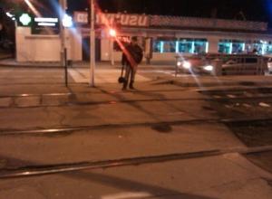 В Краснодаре пенсионер чудом выжил после наезда трамвая