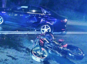Мотоциклист врезался в разворачивающийся через сплошные авто на Кубани