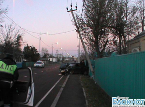 В Краснодарском крае пьяная женщина въехала в опору линии электропередачи