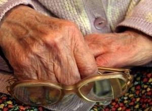 Житель Армавира разбил голову пенсионерке деревянной палкой