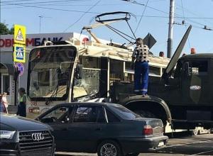 Грузовик КТТУ протаранил трамвай в Краснодаре