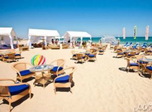 Санаториям и отелям Сочи запретили брать плату с людей за купание на пляже