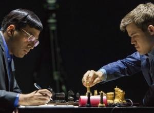 В Сочи 10-я партия матча чемпионата мира по шахматам закончилась ничьей