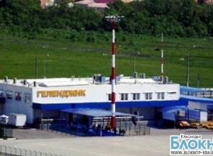 Геленджикский аэропорт наладил работу после крушения вертолета Ми-8 на его территории