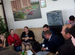 Дольщики «Территории счастья» пожаловались мэру Краснодара на очередное «кидалово» застройщика