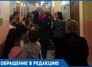 По два часа с грудными детьми краснодарки проводят в коридорах поликлиники