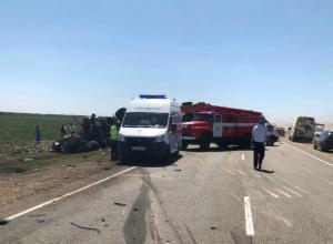 В массовом ДТП на Кубани столкнулись 4 большегруза и 2 легковушки