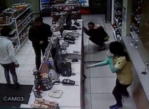 В Краснодаре мужчина ограбил АЗС с помощью «розочки»