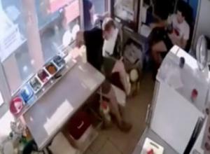 Студенты в Краснодаре разгромили ларек за отказ сделать шаурму со скидкой
