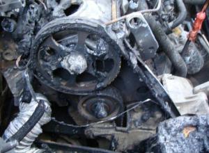 В Краснодаре сгорели два эвакуатора