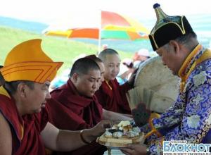 Олимпийский огонь встретили в буддийском монастыре в Чите