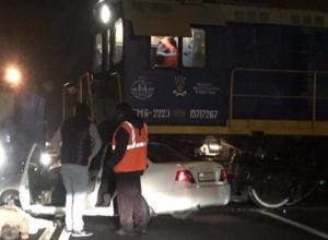 «Форсажа пересмотрел»: в Краснодаре столкнулись такси и тепловоз