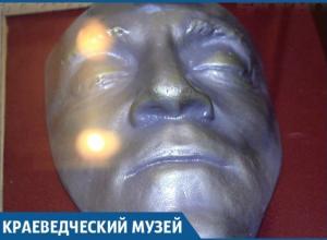 В Краснодаре хранится одна из трех уникальных посмертных масок Владимира Высоцкого в бронзе и песни «на костях»