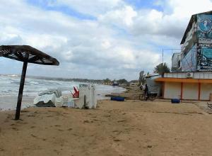 Во время шторма под Анапой утонул 11-летний мальчик