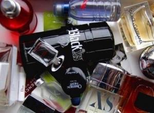 Жительница Сочи украла из магазина парфюмерию и пыталась продать его прохожим на улице