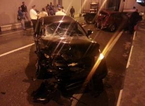 В Сочи грузовик столкнулся с тремя легковушками