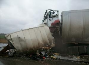 В Краснодарском крае грузовик протаранил три автомобиля