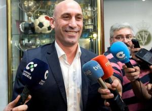 «Есть много вопросов»: Об увольнении тренера испанцев рассказал президент RFEF