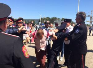 В аэропорту Анапы напали на Навального и его сторонников