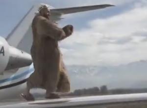 Видеофакт: Кубанский рэпер МОТ зажигательно станцевал на крыле самолета
