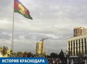 Самый высокий флагшток в крае установлен на Театральной площади в Краснодаре